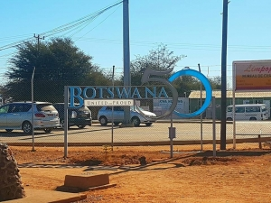 width=300 height=225></a><p id=caption-attachment-11264 class=wp-caption-text>On the border to Botswana</p></div><p></p><p>We arrived at our accommodation in Palapye called Desert Sands. We had an hour or so to freshen up and headed to the restaurant. Here we had a choice of delicious Indian and Italian cuisine. After a delicious dinner we made ourselves ready for the lunar eclipse. From Botswana, this was extremely beautiful.</p><div id=attachment_11258 style=