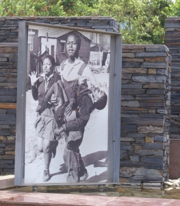 Dying Hector Pietson carried by Mbuyiswa