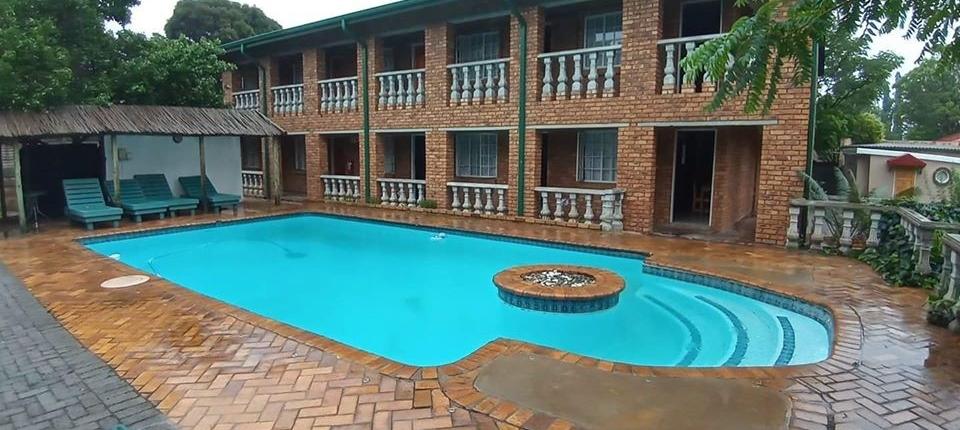 Pool at Airport Inn