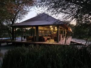 Botswana Boteti Luxury Camp